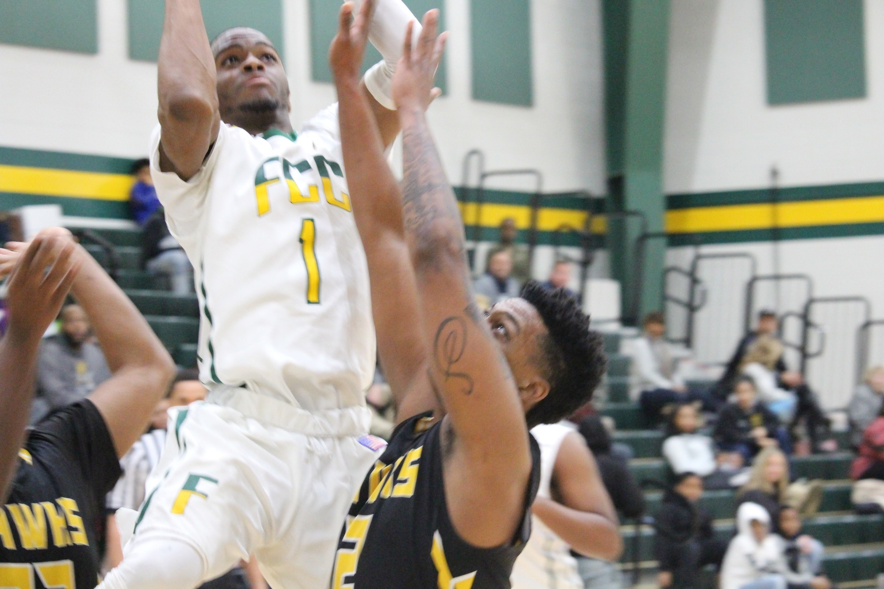 Men's Basketball Sees 14 Game Winning Streak Come to an End