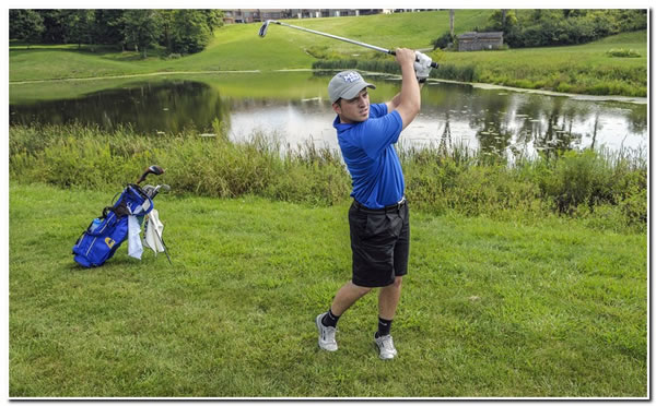 Mount men's golf team places second at RHIT Invitational