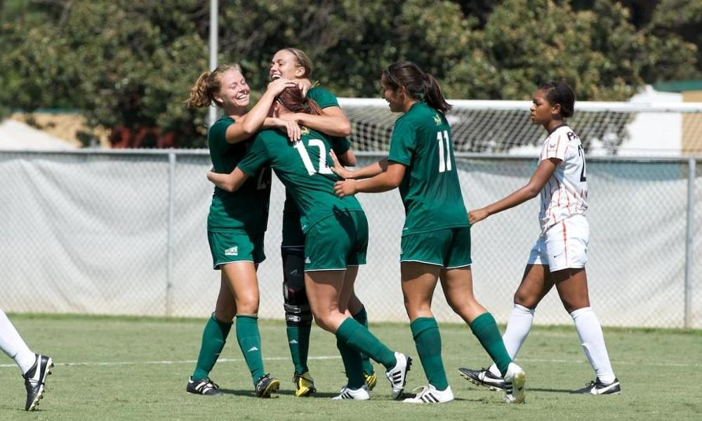 WOMEN'S SOCCER PLAYS PACIFIC TO 1-1 DRAW