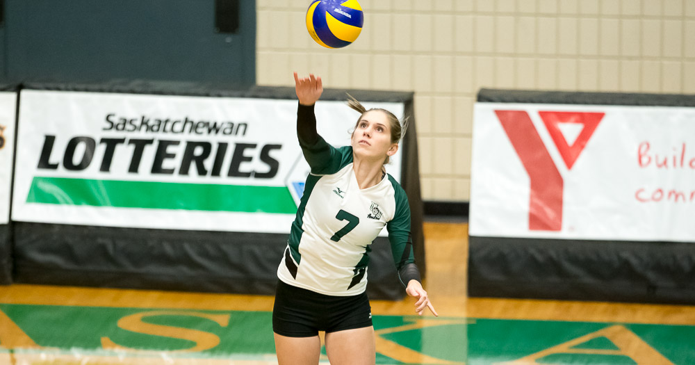 Women's volleyball misses five set comeback