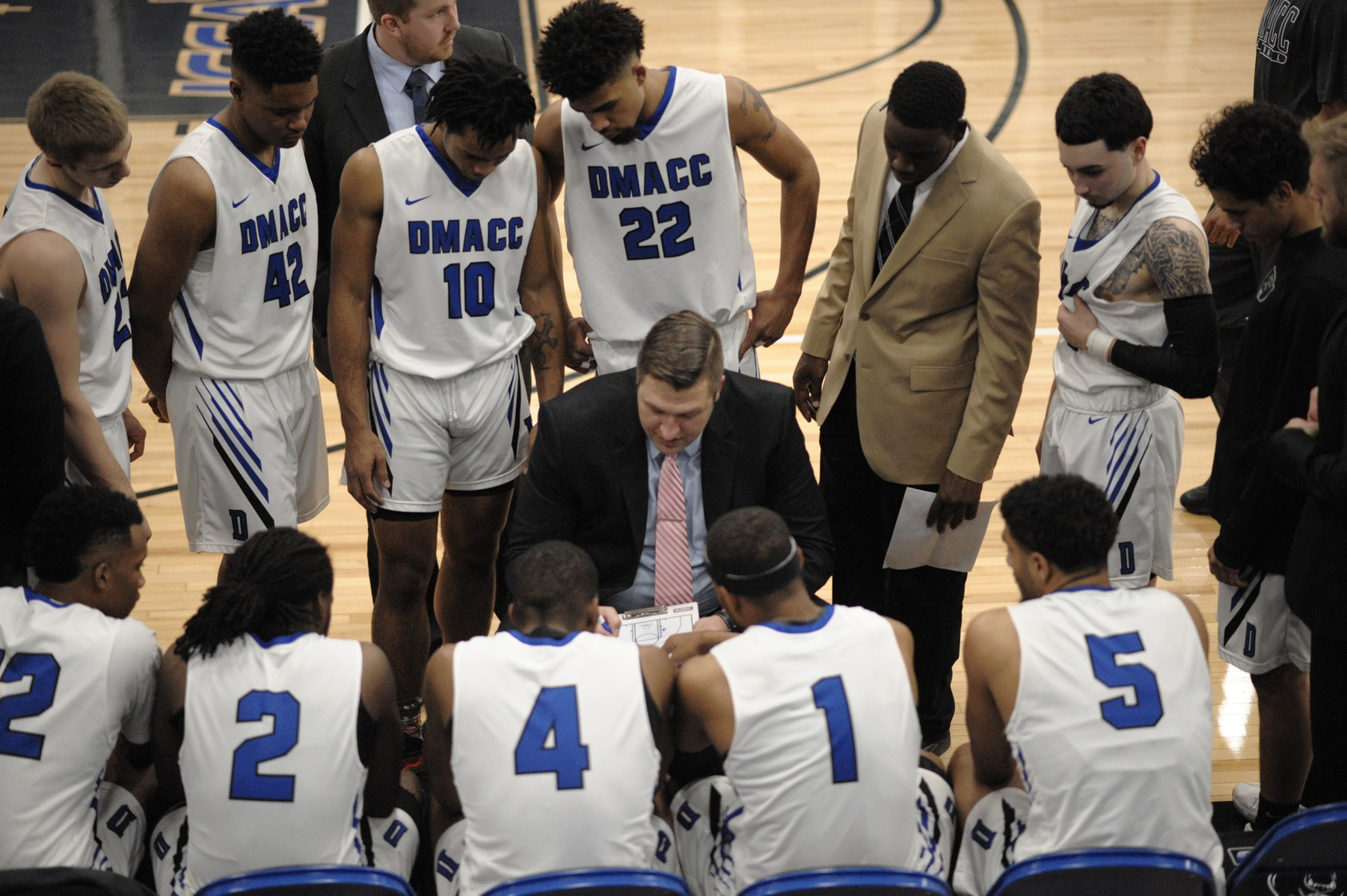 DMACC men's basketball team falls to ILCC in triple overtime