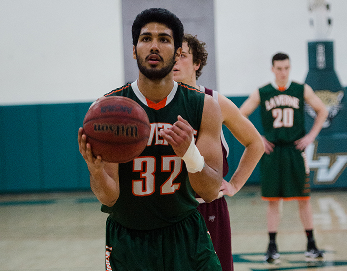 Sukumaran, Men's Basketball sneak past Redlands, 59-58
