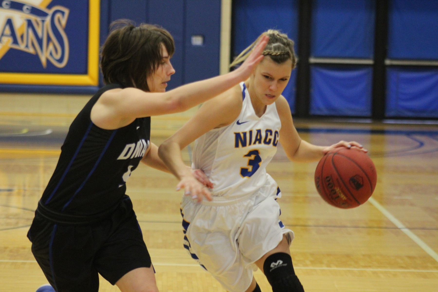 NIACC's Taylor Laabs drives to the basket in Saturday's game against DMACC.