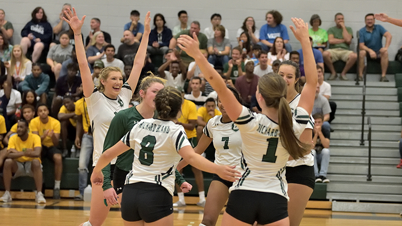 Volleyball Hangs Tough Against Top Competition at NJCAA Regionals