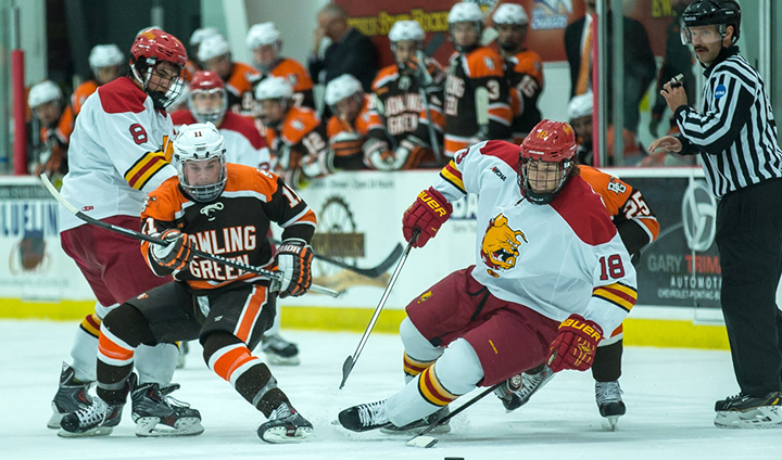 Ferris State Hockey Scores Four Unanswered Goals To Remain On Top In WCHA