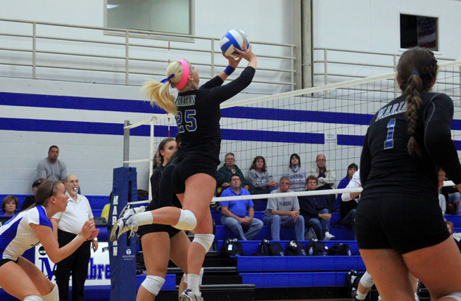 Women's Volleyball Drops Four-Setter to Lake Forest
