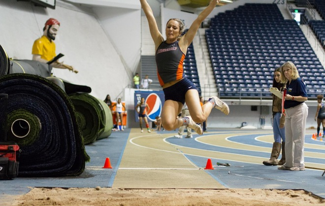 Laura Hamann long jumping