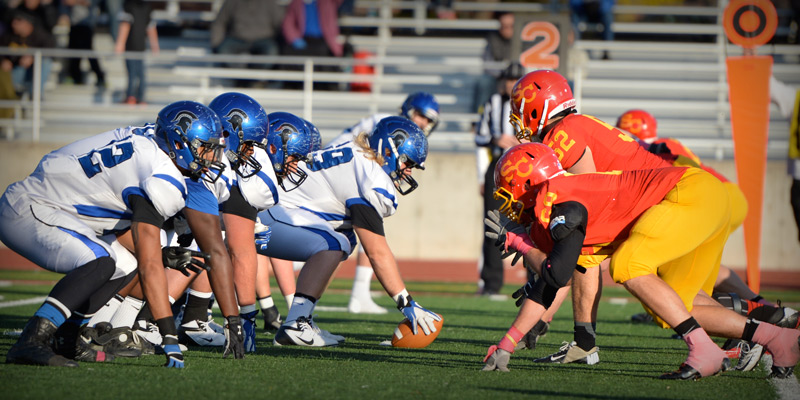 Football heads to Dubuque looking for first IIAC win