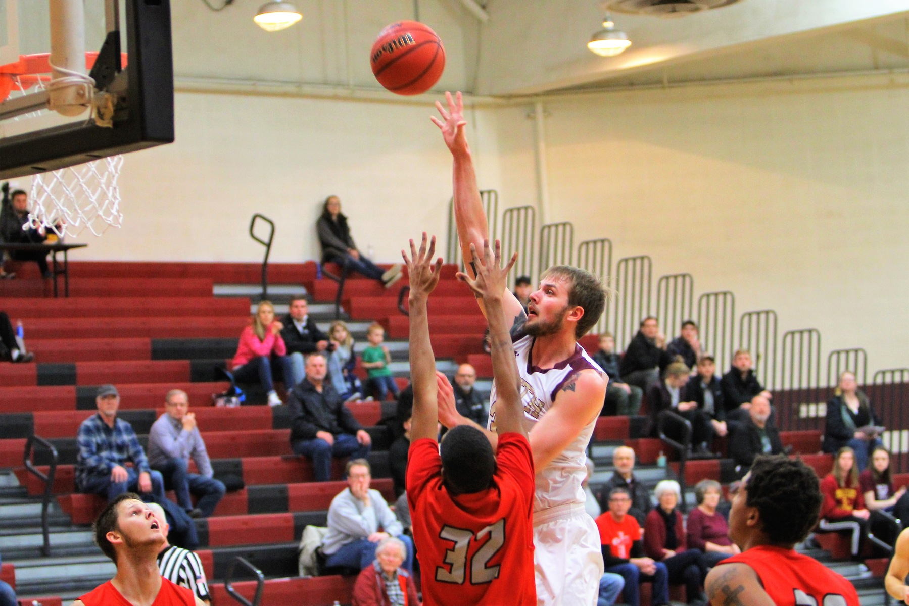 Tanner Van Beek's season-high 25 points were not enough in a one-point loss to Barclay