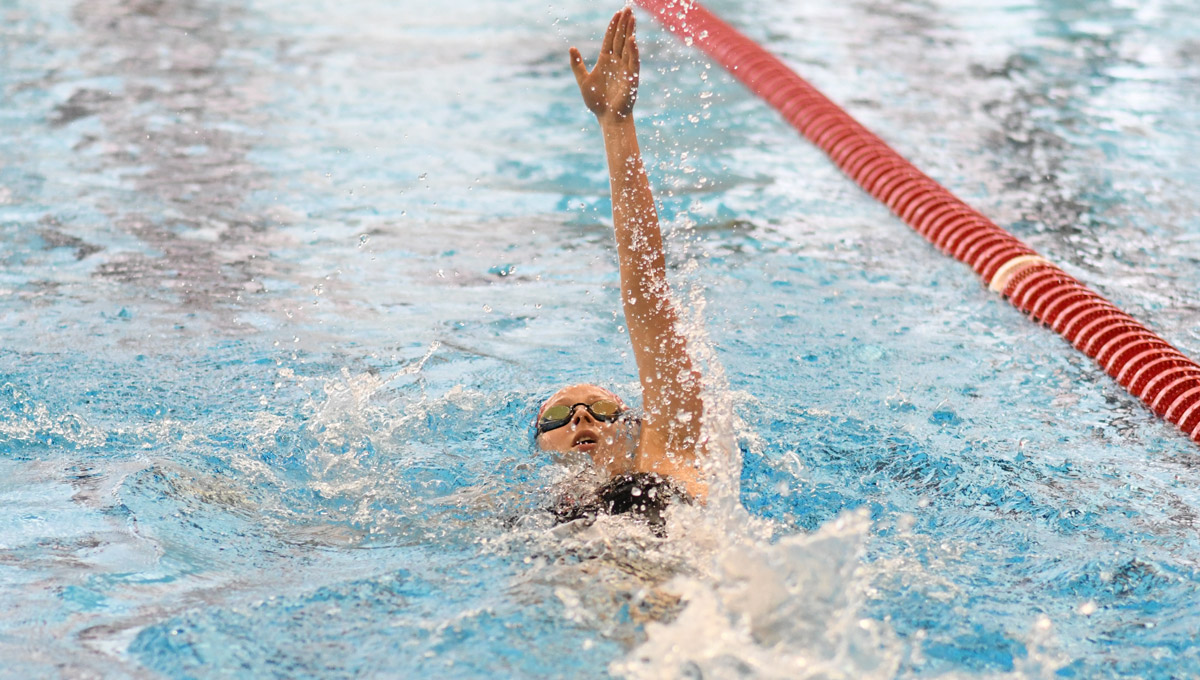 YSU backstroke swimmer
