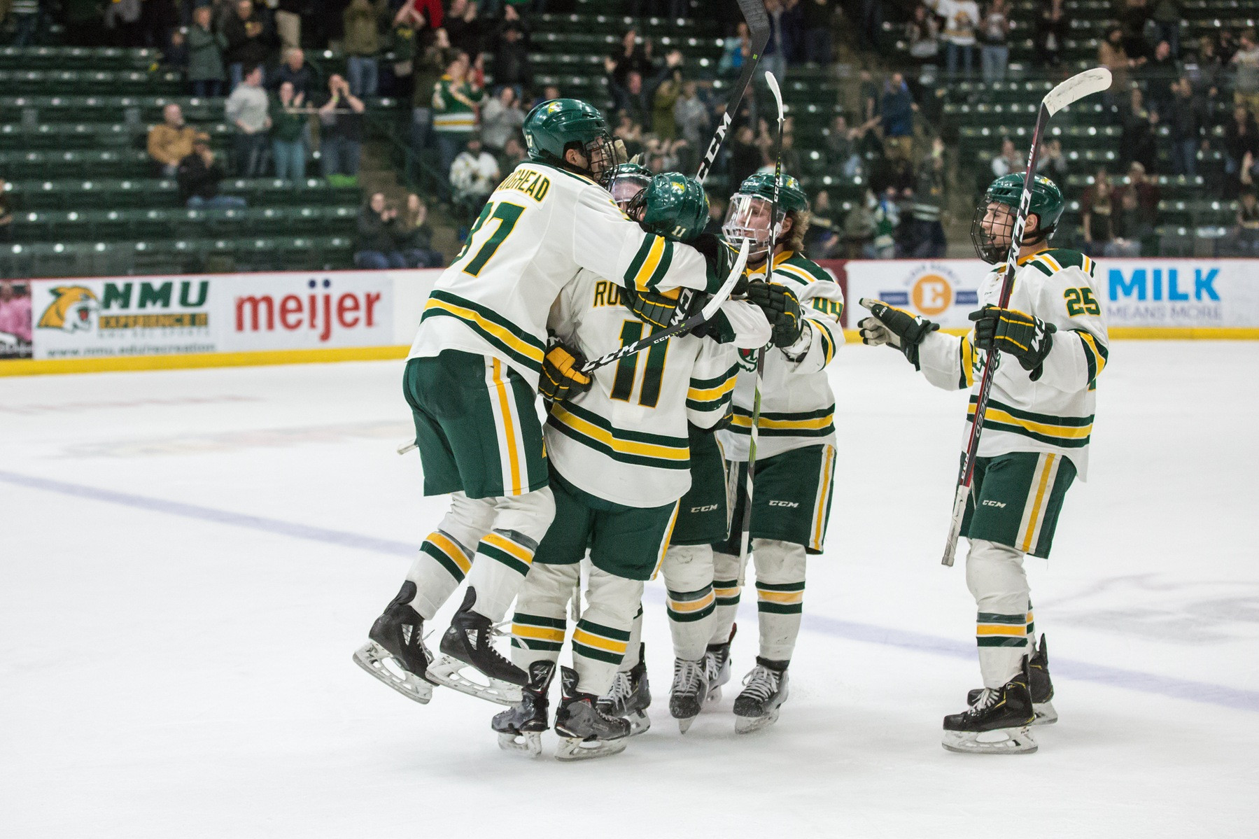 Hockey Advances to WCHA Semifinals With 4-3 Victory over Nanooks