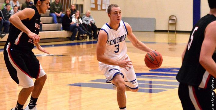 Prinsen scores 35, Men's Basketball falls in overtime at Concordia Chicago