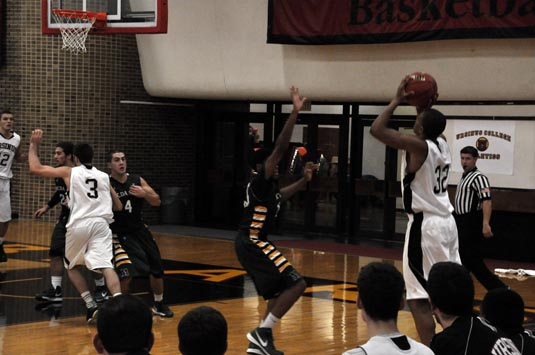 Men's Basketball wins home opener over McDaniel, 85-74