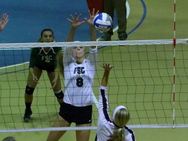 Women's Volleyball Advances to Skyline Finals