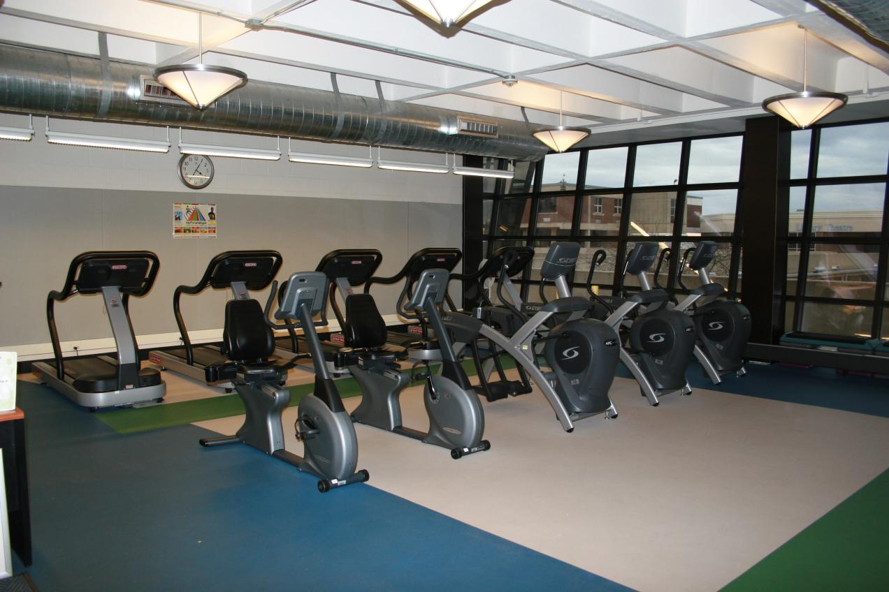college fitness center Fitness center if you're currently enrolled as a student, membership is free with two items: completion of fitness center orientation (typically takes 5-10 minutes).