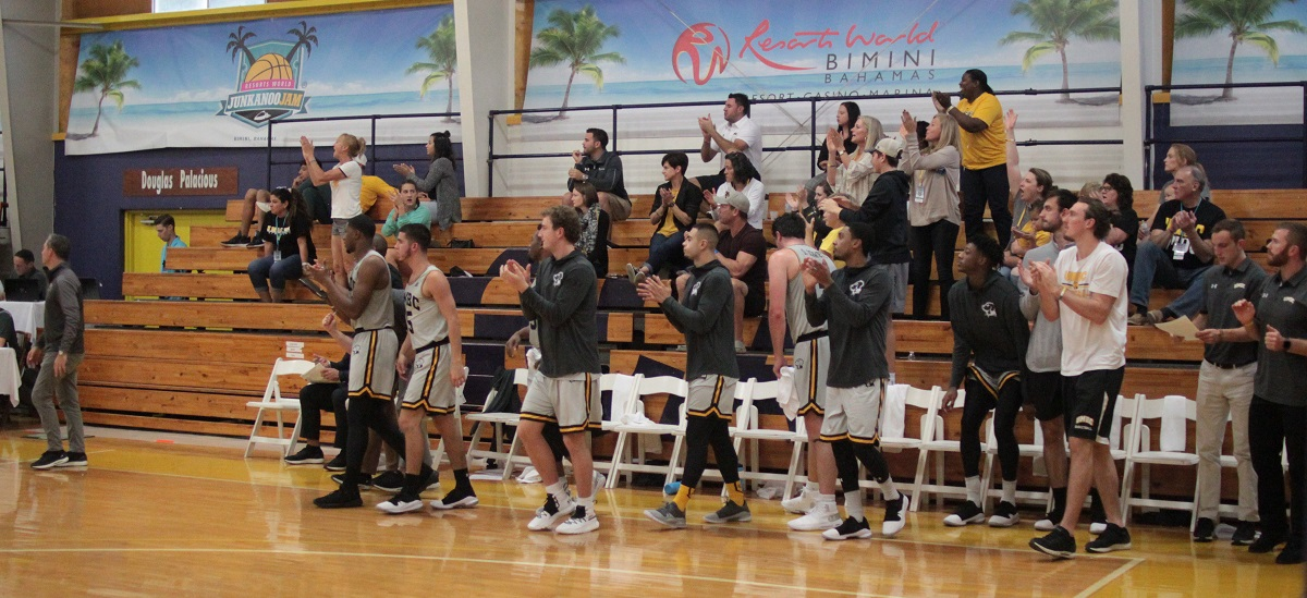 Men's Basketball Takes On High Point on Day Two of Bimini Jam