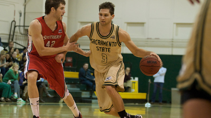HUGE SECOND HALF PROPELS MEN'S BASKETBALL TO 60-53 WIN OVER EASTERN WASHINGTON