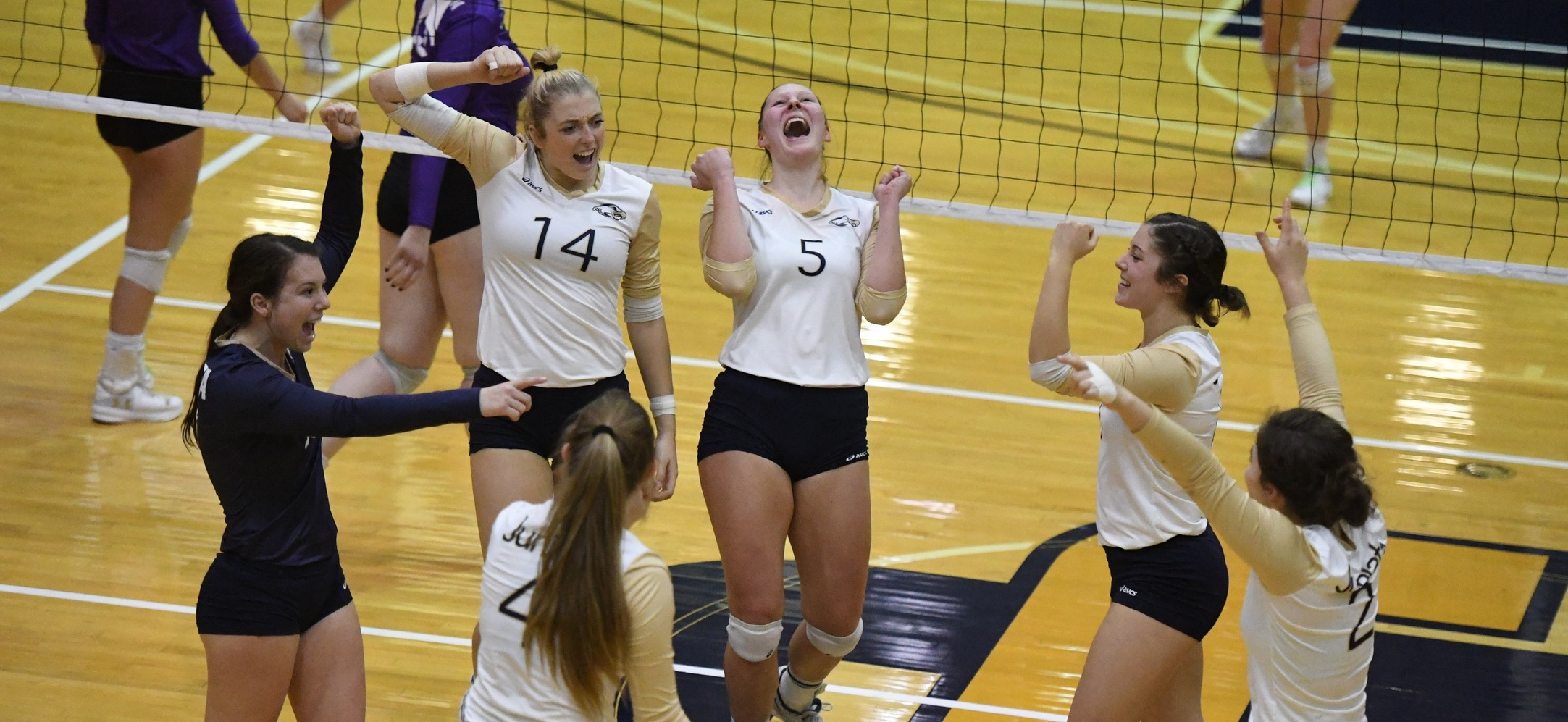 Juniata women's volleyball team celebrating.