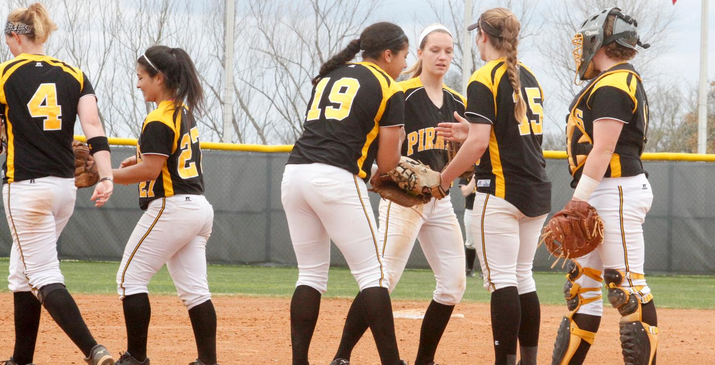 Dallas snaps Pirates' SCAC win streak in extra innings