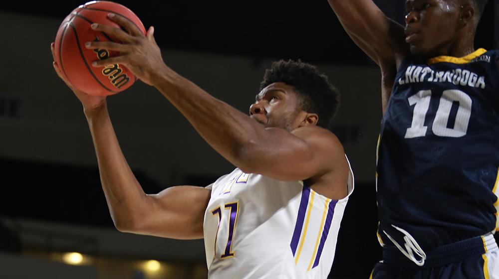 Golden Eagles pull away late, defeat in-state rival Chattanooga, 82-76