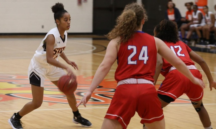 Women's Basketball Stays Undefeated in DAC Play with Win over MVC, 71-65
