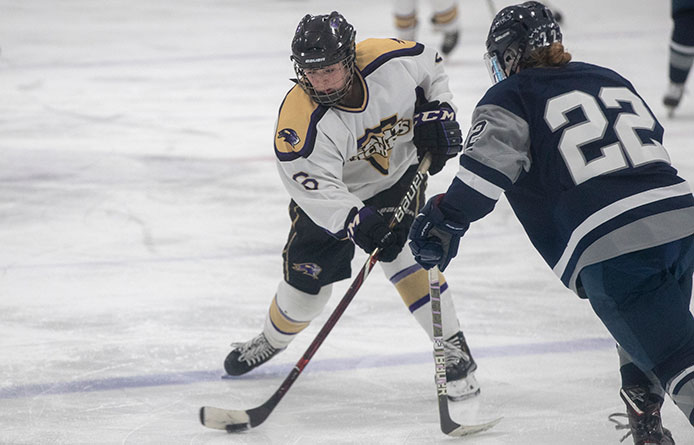 Women's Ice Hockey Returns from Two-Week Layoff, Falls at University of New England