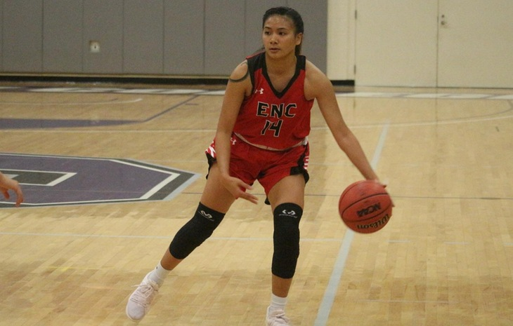 Women's Basketball Cruises Past Curry 70-37