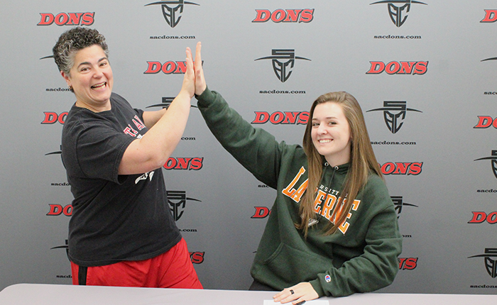 Smith Signs with La Verne