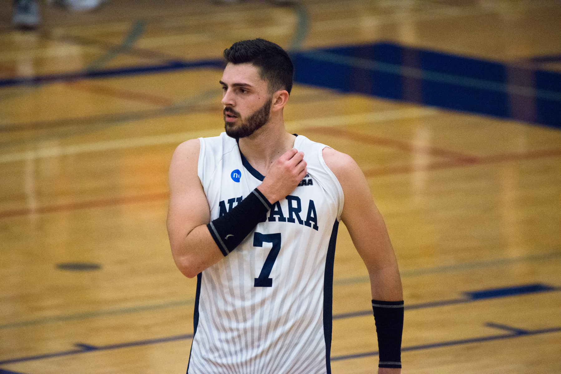 RECAP: Men's Volleyball fall to Royals