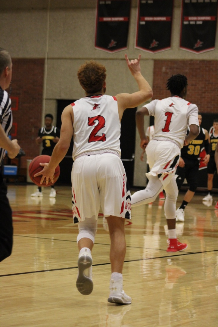 Men's Basketball Wins Conference Opener