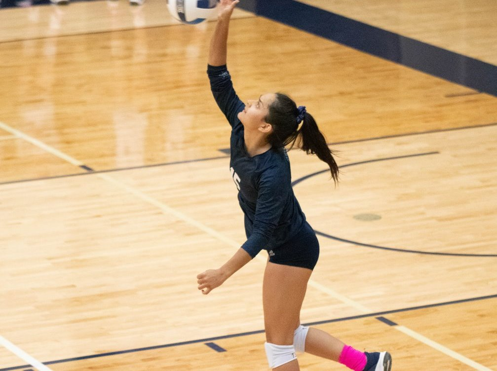 Freshman Aydalis Felix (Rincon HS) finished with a team-high 17 digs as the Aztecs volleyball team swept Eastern Arizona College 25-23, 25-17, 25-20 in Thatcher. The Aztecs evened up their record as they improved to 10-10 overall and 5-6 in ACCAC conference play. Photo by Stephanie Van Latum.