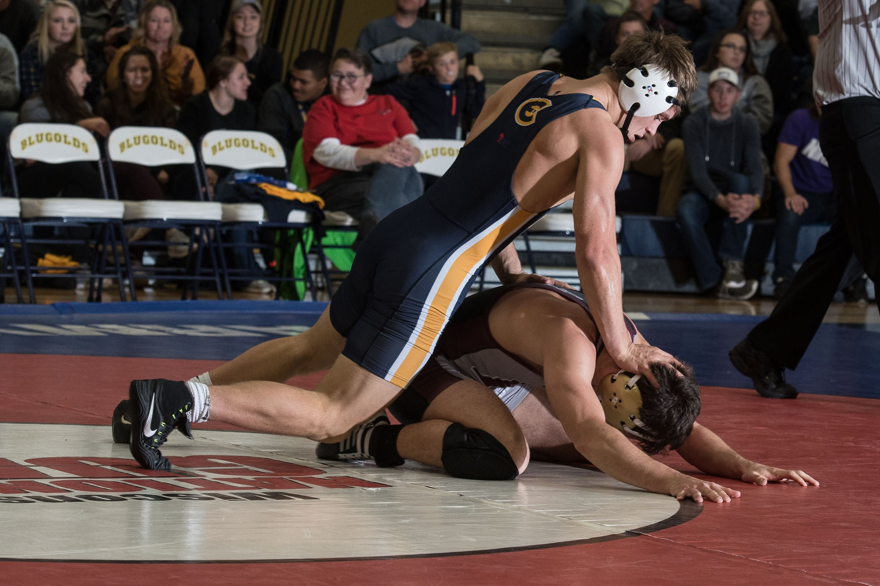 Hakes leads Blugolds at Concordia Open