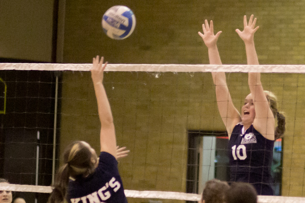Women's Volleyball Falls in Four Sets to Rivals St. Joseph's (L.I.)