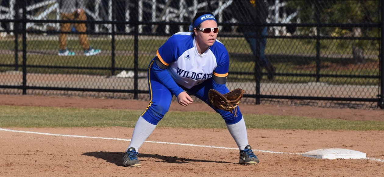 Softball Stays Undefeated in GNAC with Sweep of Suffolk