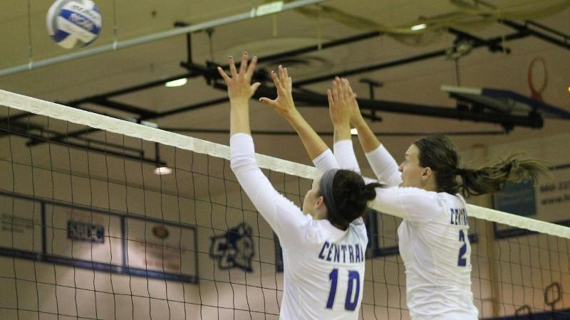 Volleyball Tops Holy Cross in Four Sets