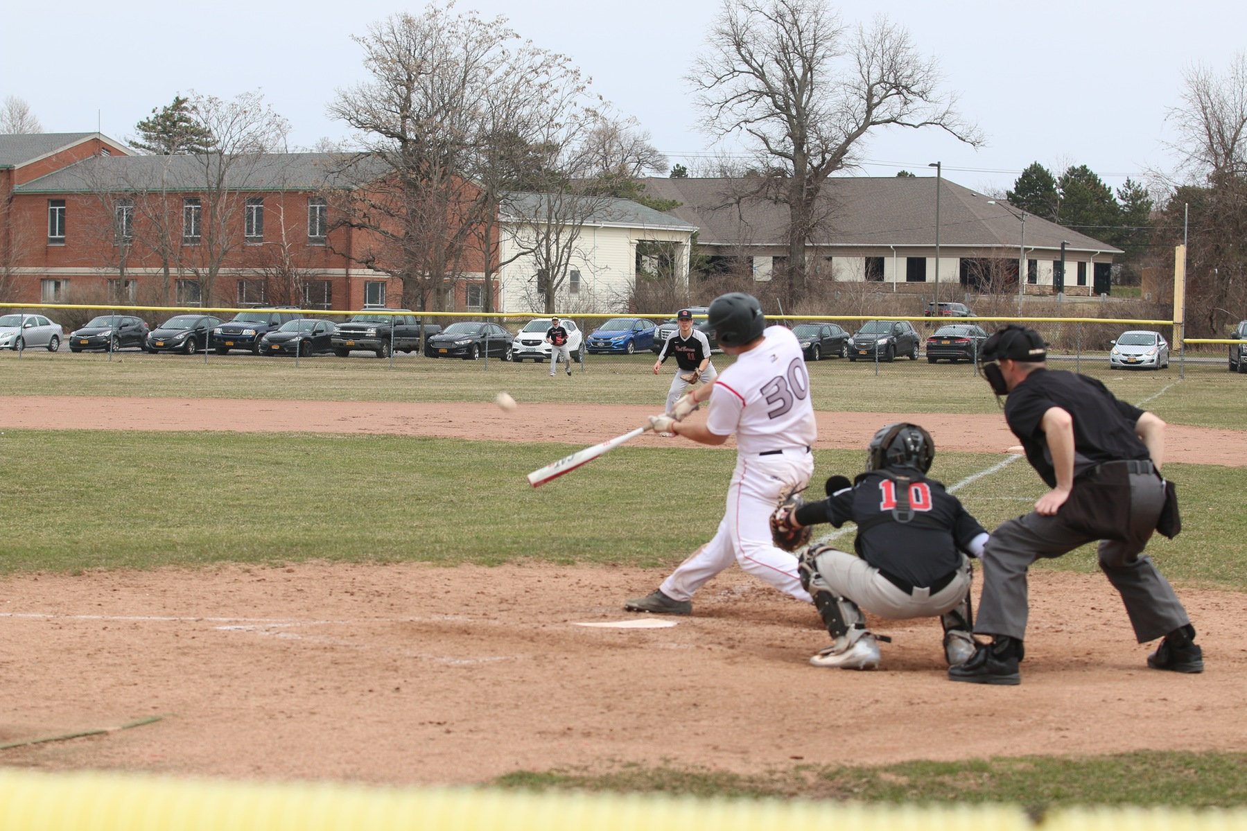 Baseball Sweeps Genesee Community College in Doubleheader