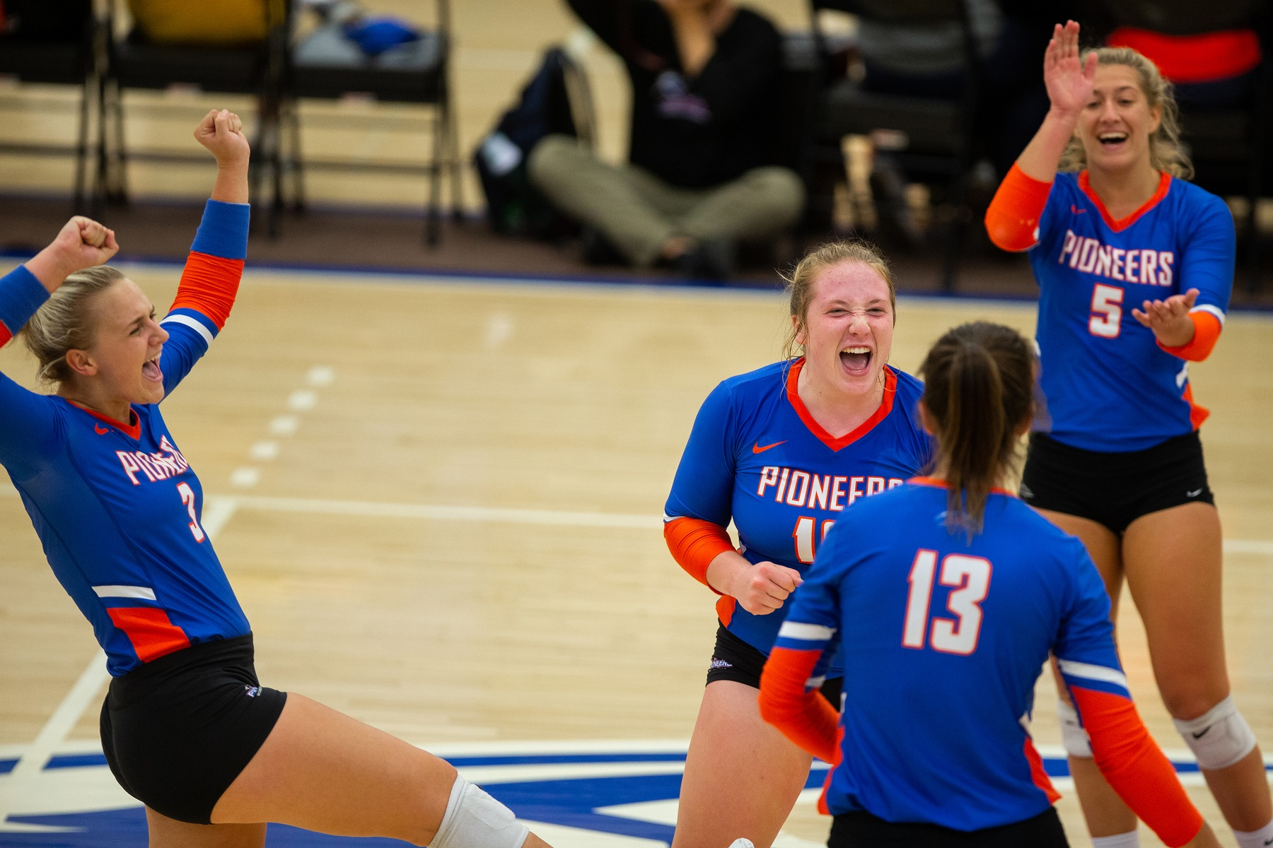 Volleyball goes 2-1 at Mable Lee Invite