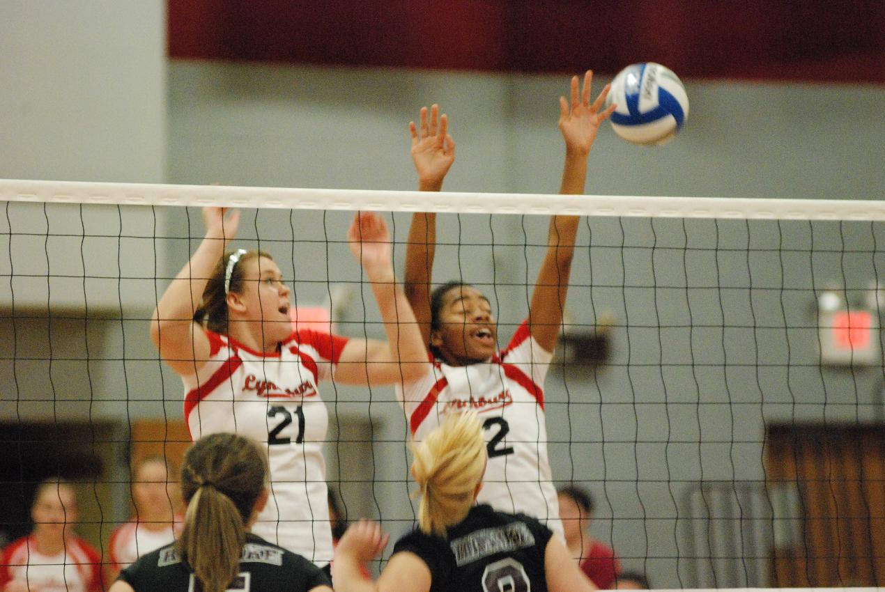 Hornet VB Sweep Hollins in Three