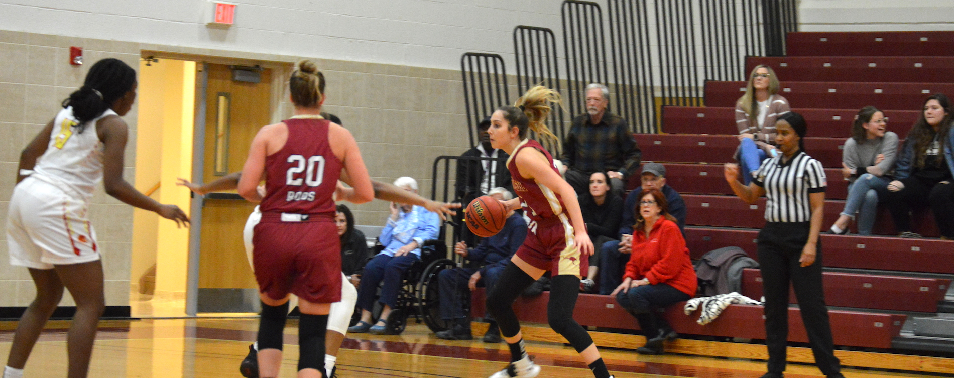 Women's Hoops Holds Off St. Thomas