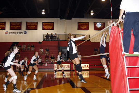 Hanratty sets the mark as Volleyball beats McDaniel, 3-1
