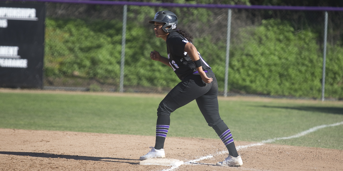 Softball gives up late leads to Denison