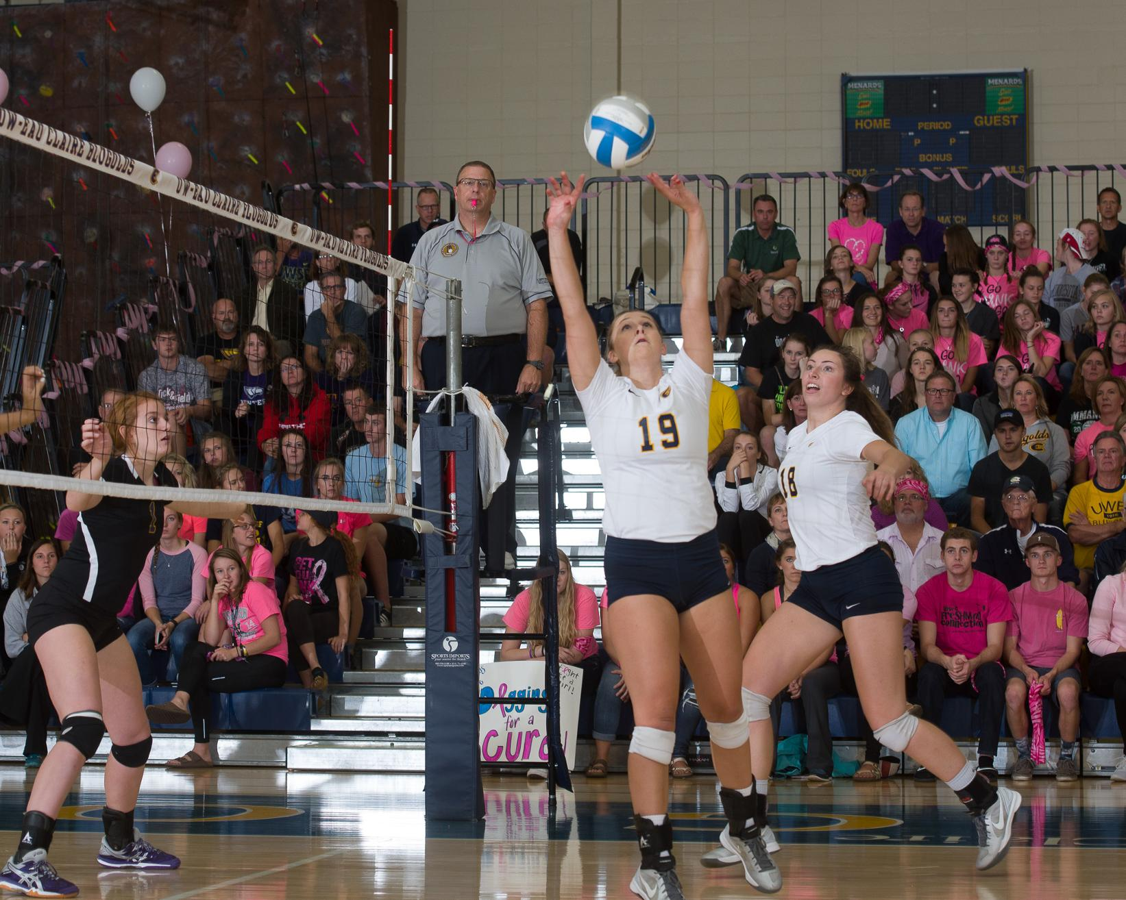 Blugolds Drop Sandy Schumacher Memorial Tournament Opener