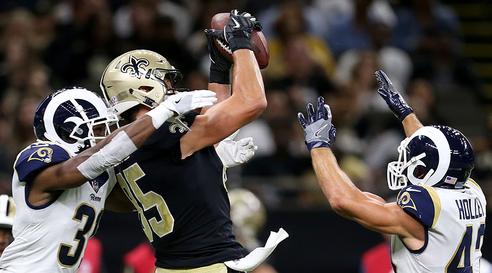 The New Orleans Saints' Dan Arnold makes a catch between two defenders. (Chuck Cook, USA TODAY Sports)