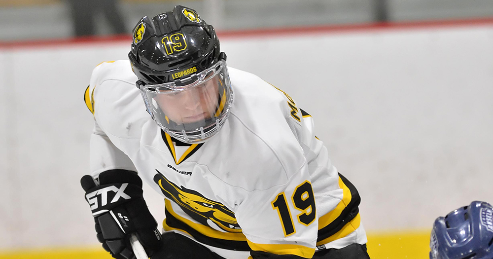 Carbo Stops 56 in Hockey's Loss to Curry