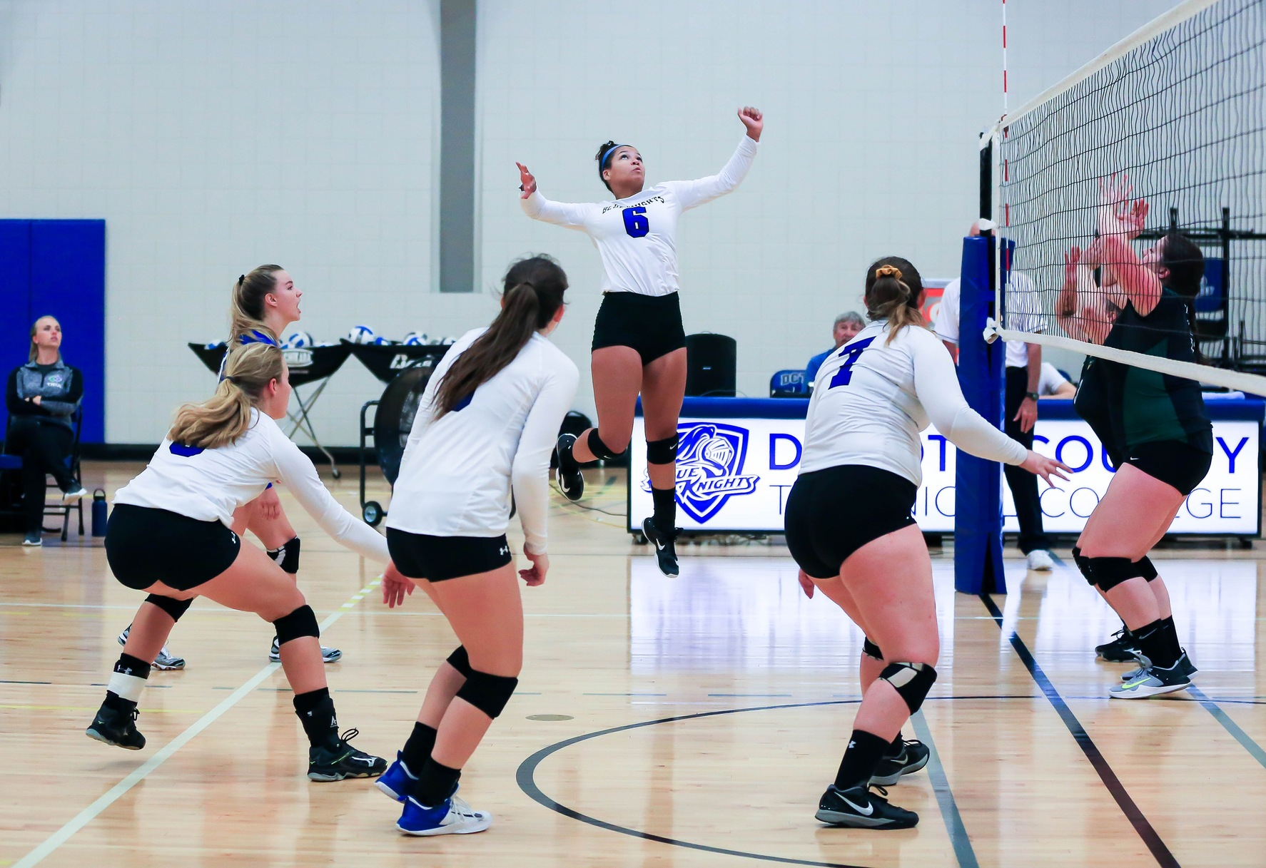 Blue Knights Volleyball Goes 1-1 on Weekend