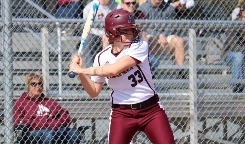 Softball Takes Over First Place in the MIAA with Sweep of Trine