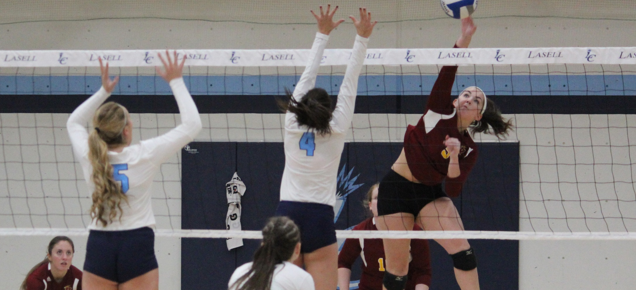 Volleyball Earns First 2018 Victory with 3-0 Road Win