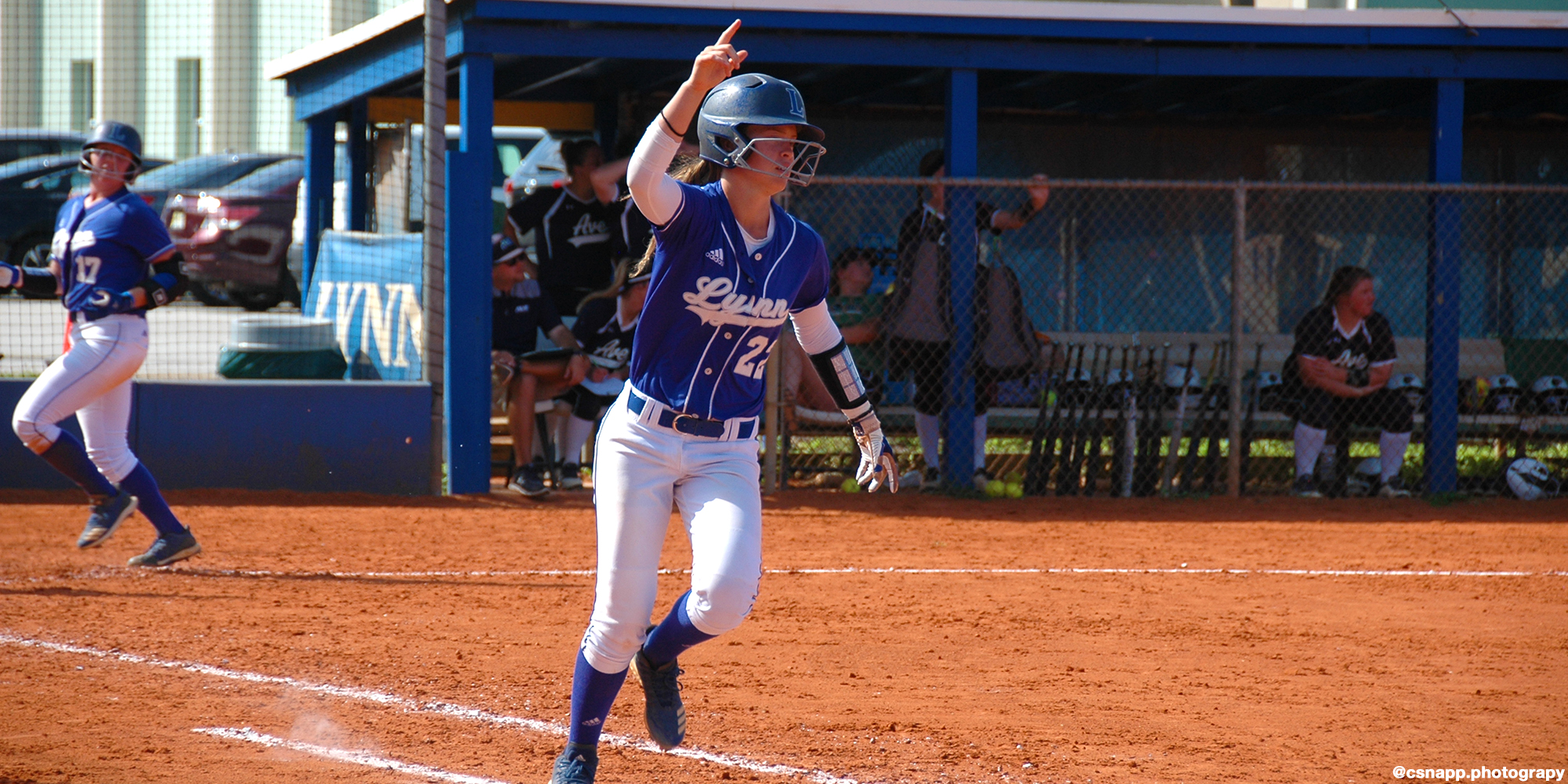 Devesa's Walk-Off Splits Softball Doubleheader