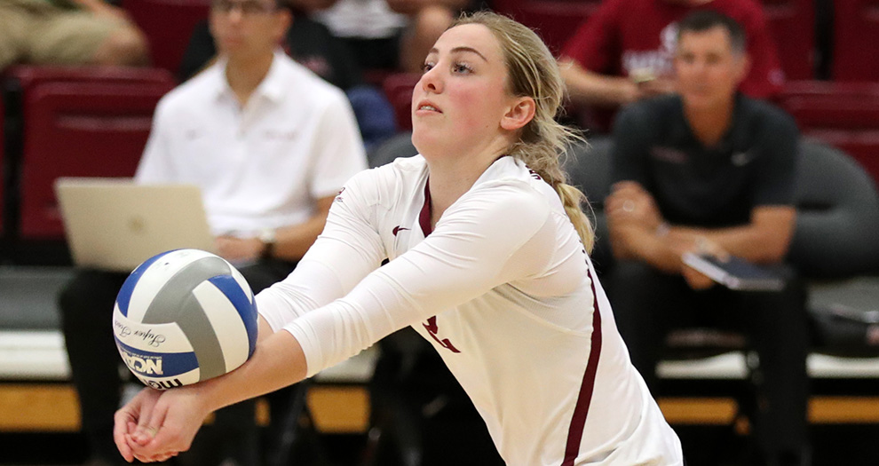 Kirsten Mead recorded a double-double in Santa Clara's four-set win at Gersten Pavilion last season.