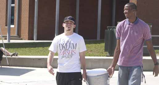Men's Basketball lends a helping hand at Algood Tomahawk Trot